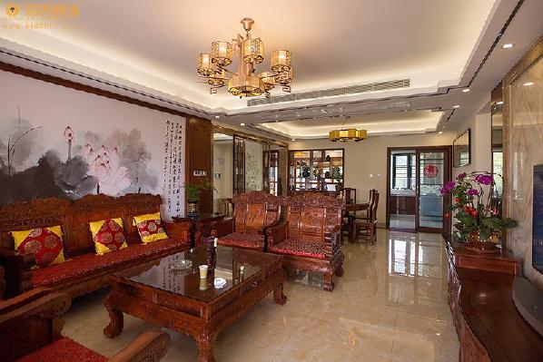 中式的衬托主要就是其中的家具,它在一定程度上起到了烘托的作用,让传统的气息更加浓厚。装饰材料则以木质为主,讲究雕刻彩绘,造型古雅。