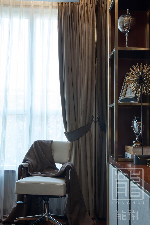 简约 书房图片来自龙徽设计在摩登时代——大都市的温馨舒适家的分享