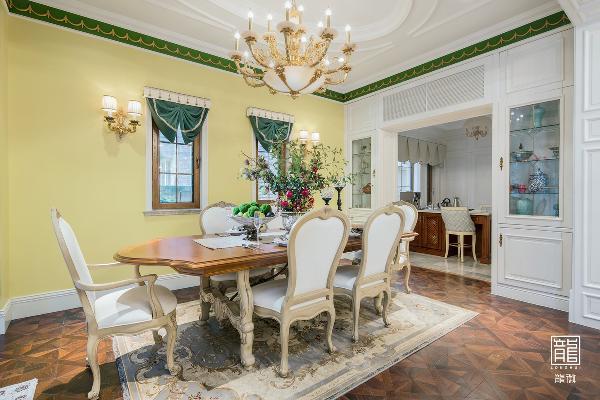 设计师选择了饱和度高但并不轻佻的橄榄绿和年轻的鸡蛋黄作为整个空间的主色调。