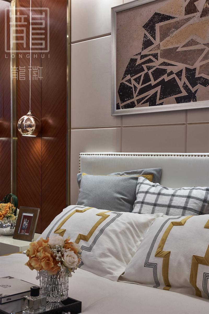 简约 卧室图片来自龙徽设计在摩登时代——大都市的温馨舒适家的分享