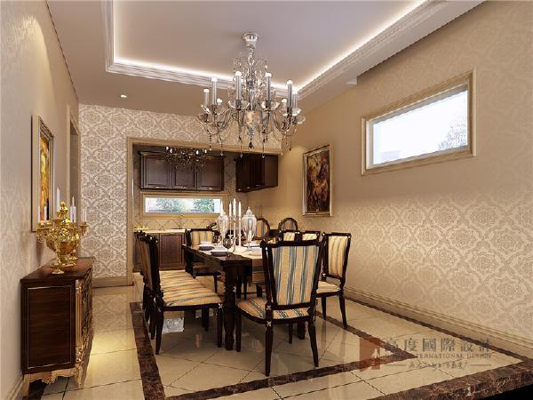 餐厅比较简单,没有过多的装饰,一个餐边柜两幅油画加餐桌构成了一个优雅的用餐环境。