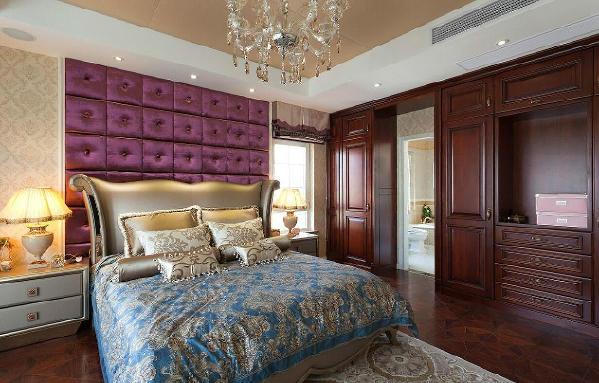 卧室的结构图,床的位置面向窗户,阳光可以照射到床,其次就是整个房间的布局都是非常的高端优雅。