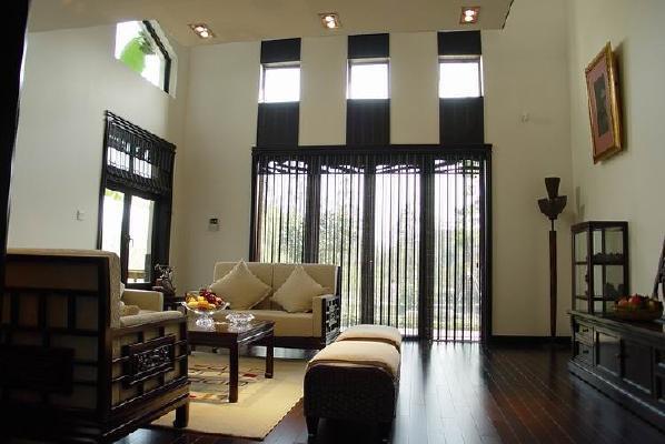 这张是客厅的构图,整个客厅 桌椅门窗 包括地板,都混为一体颜色,外观看上去,高端大气。