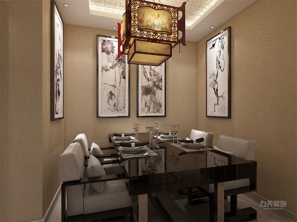 餐厅通透,在视觉上显的更加宽敞,其次,在通风采光方面,客厅具有一个相对比较大的窗户,在这两个方面都相对比较优越,但餐厅比客厅更为靠里,所以在采光上缺少自然光,需要在后期设计时人为的增加光源。
