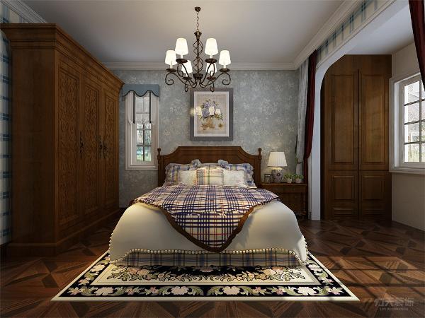 主卧室背景墙用壁纸、挂画做装饰,白、黄、黑搭配的床整体体现温馨的感觉,柔和的色调,不会显得混乱