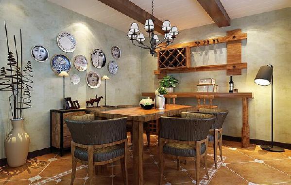 【开来都市丰景-餐厅】餐厅墙面上用个性化的装饰盘进行点缀,十分有特色,木质餐桌和餐椅的设计,让武汉室内装修多一份文艺范儿。