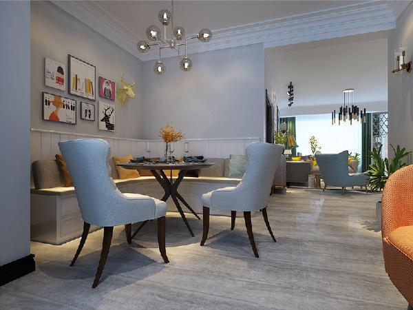 餐厅的设计可同时容纳多人同时进餐不影响格局,阳光穿过餐厅联通客厅,整个空间都沐浴在日光下。