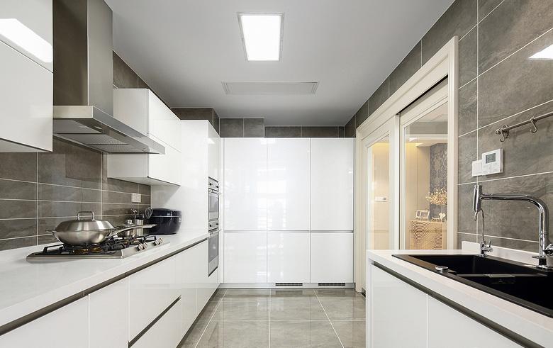 厨房图片来自家装大管家在优雅时节 145平古典混搭时尚3居的分享