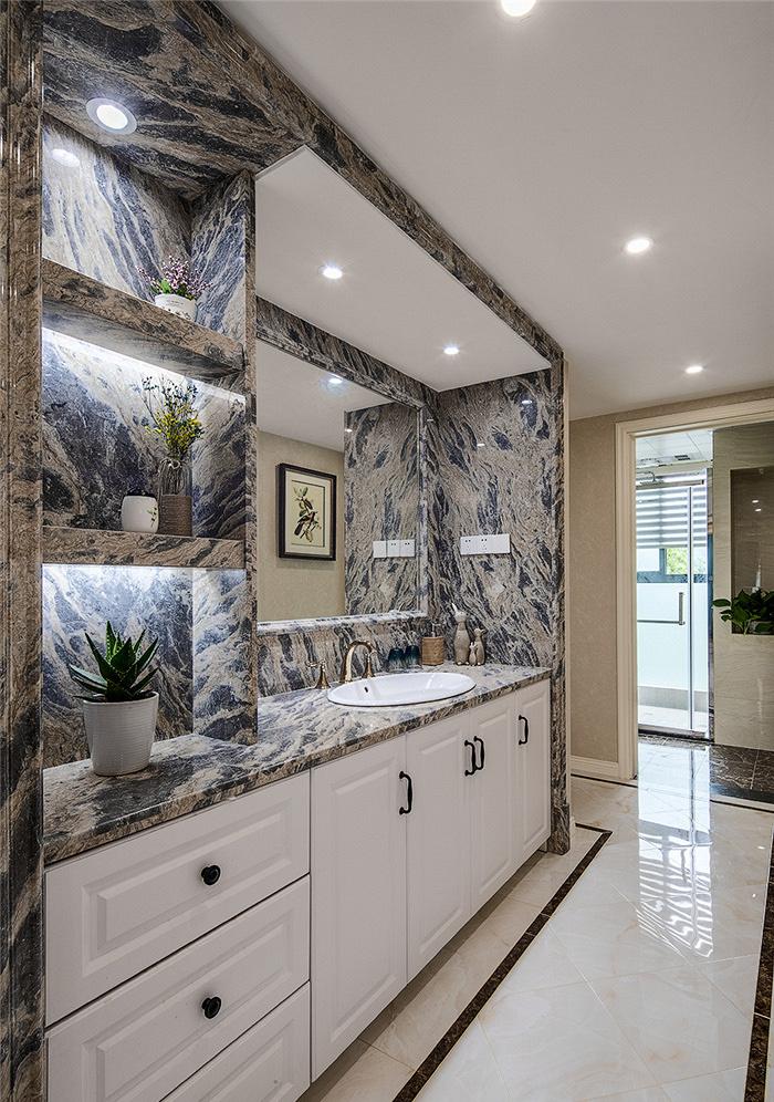 卫生间图片来自家装大管家在115平现代美式3居 生活因此更美的分享