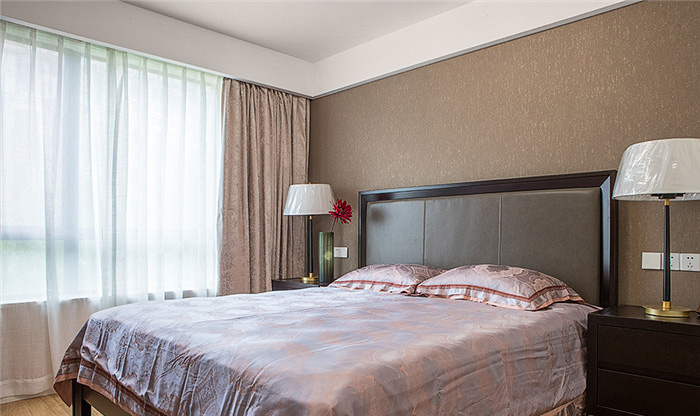 卧室图片来自家装大管家在115平现代美式3居 生活因此更美的分享