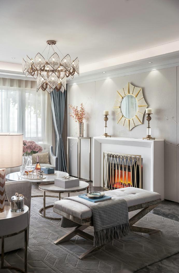 欧式 三居 客厅图片来自装饰公司18771098378在欧式的分享