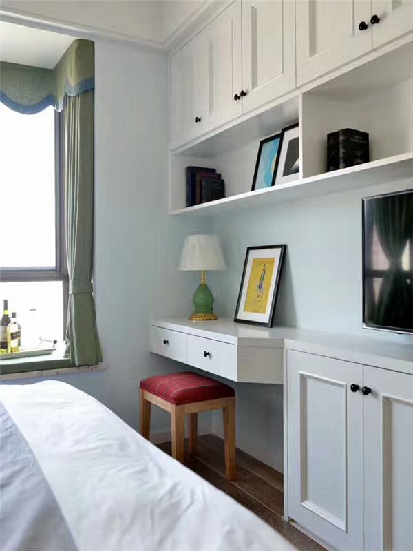 美式 三居 80后 小资 公寓 简约美式 大户型 卧室图片来自高度国际姚吉智在120平米简约美式温馨雅致三居室的分享
