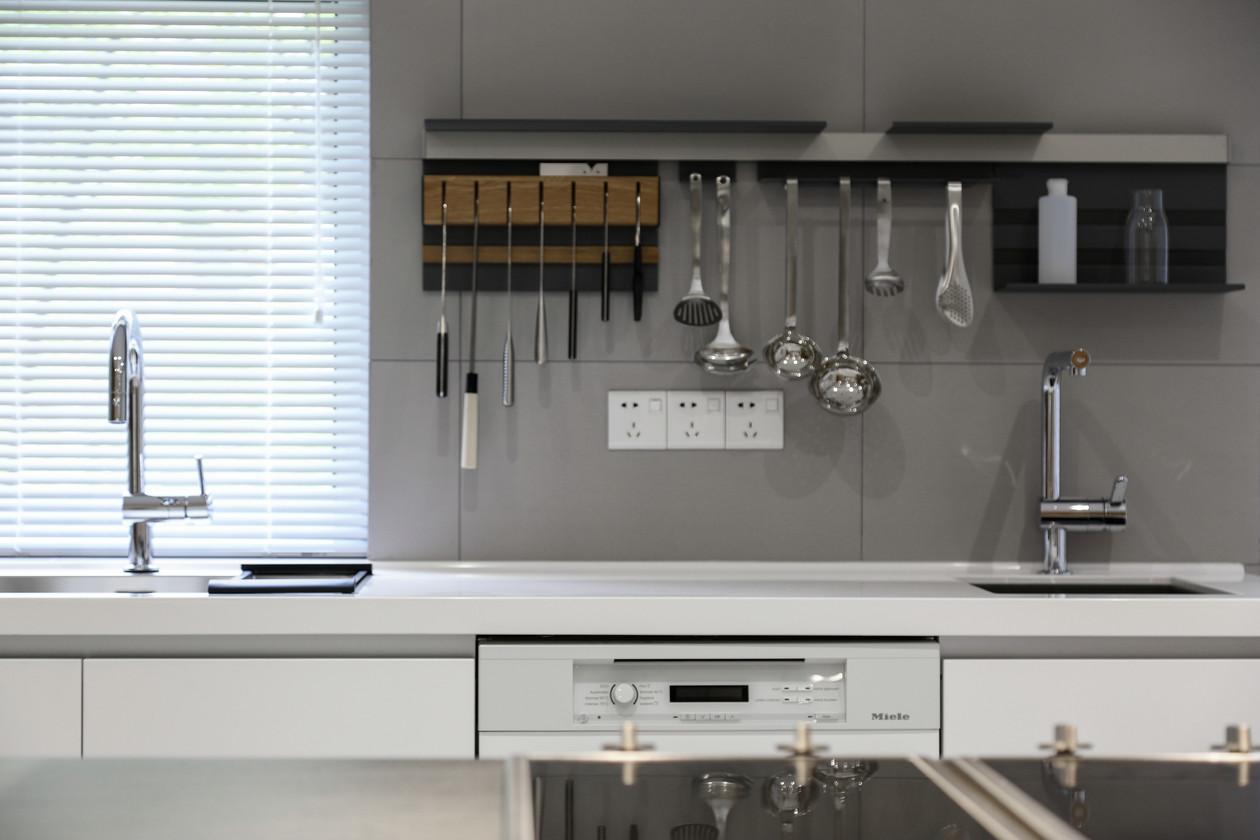 简约 收纳 三居 小资 厨房图片来自金空间装饰集团在简约•原木风的分享