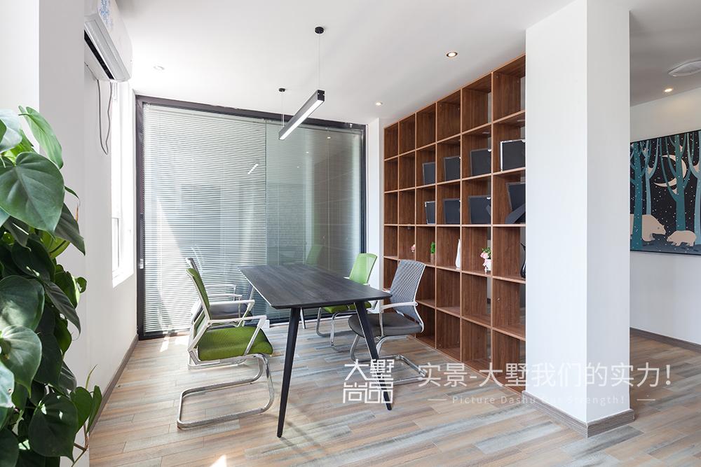 别墅 书房图片来自大墅尚品-由伟壮设计在现代北欧风办公空间的分享