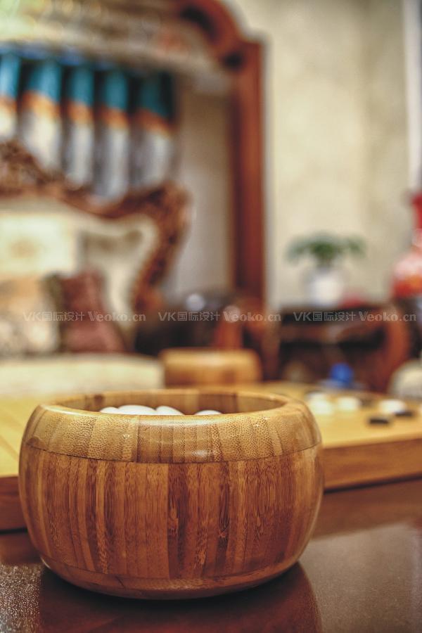 客厅茶几上的围棋。