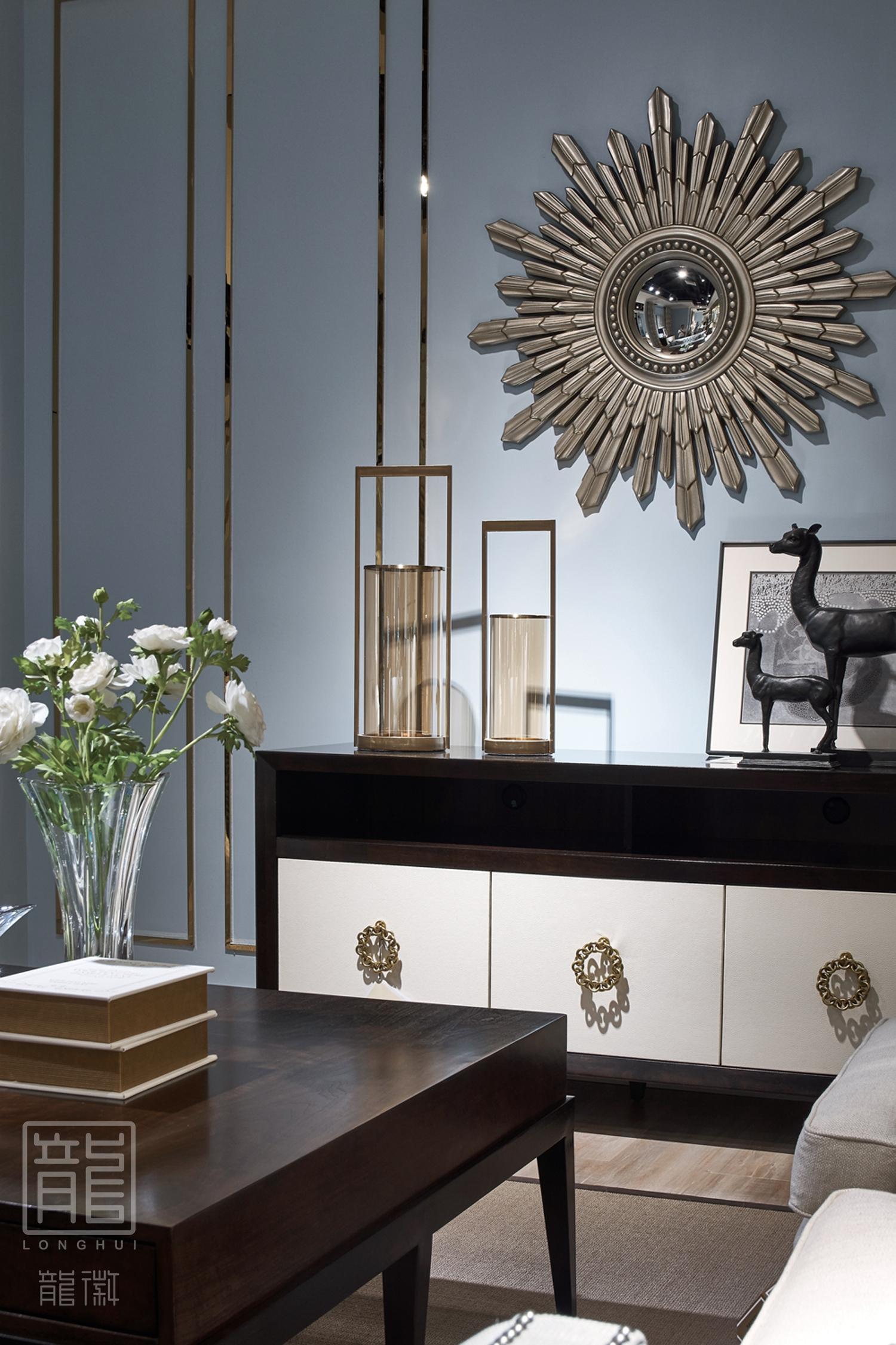 卧室图片来自龙徽设计在成都富森美本哈特温格美式家居馆的分享