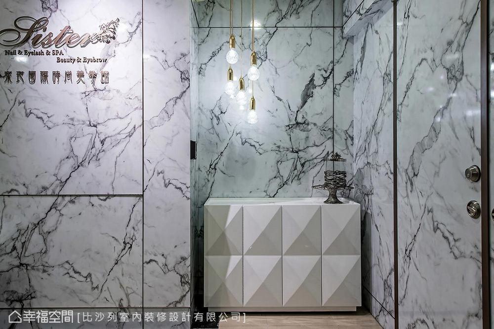 新古典 商业空间 玄关图片来自幸福空间在现代时尚古典 黑白与金色微奢风的分享
