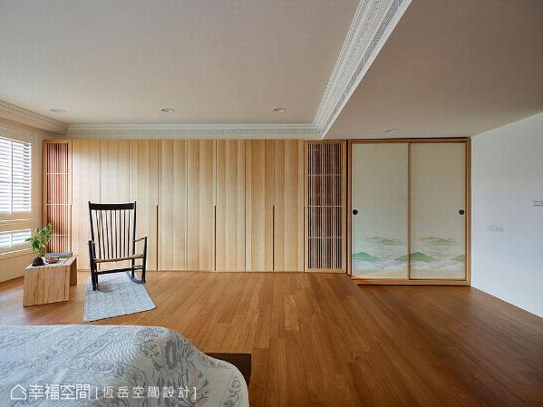 以木纹搭配格栅造型,形成连续性立面,搭配山景图案拉门,形塑清新淡雅的日式氛围。
