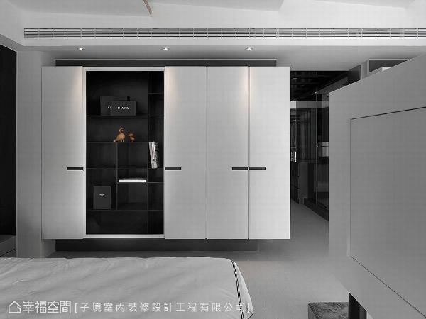 由于家中有宠物,子境设计贴心规划悬挂式储物柜区隔怕水建材,延长柜体使用寿命。