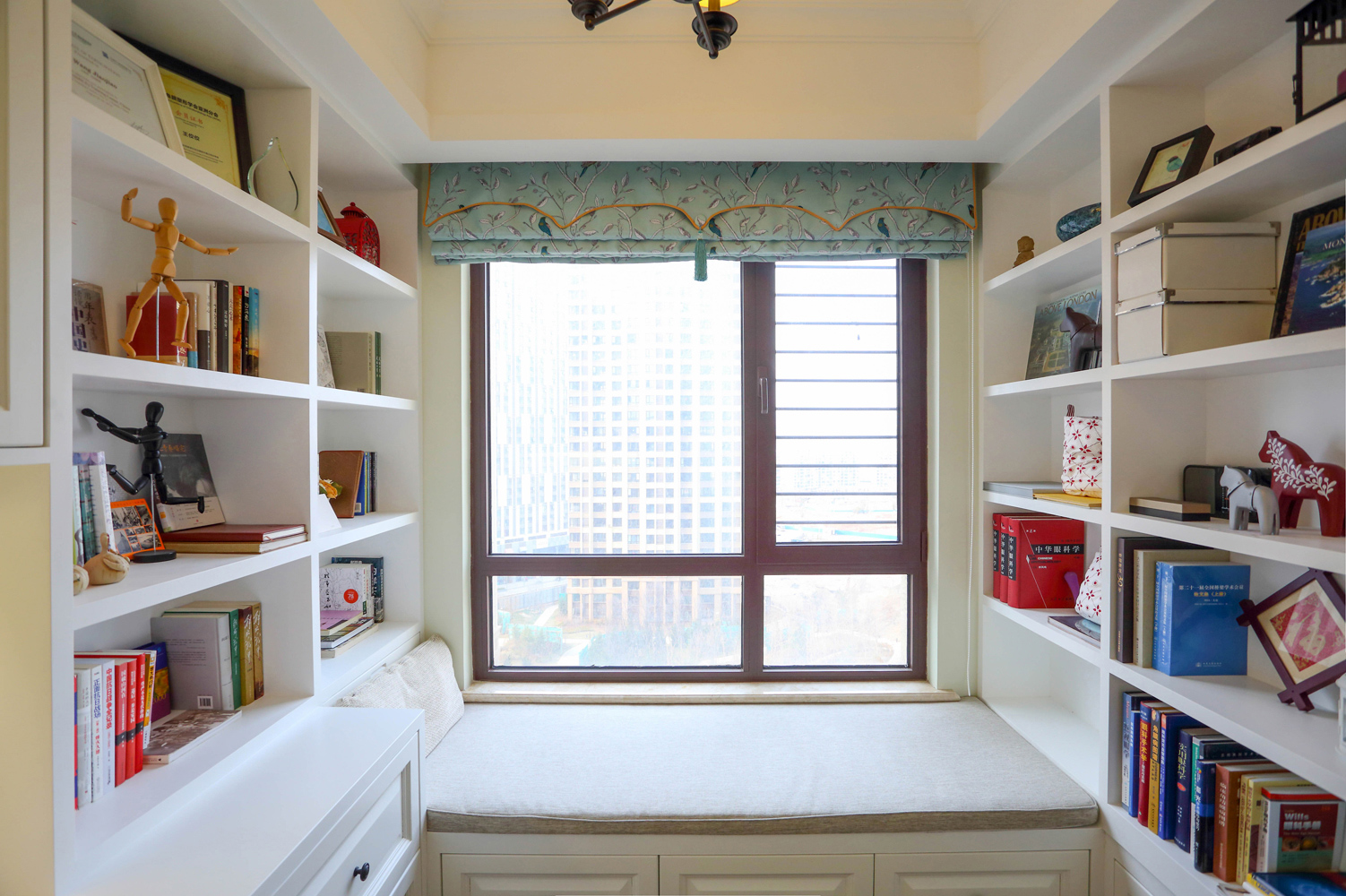 小美风 二居 80后 小资 白领 书房图片来自金空间装饰集团在芙蓉万国城MOMA•小美风的分享