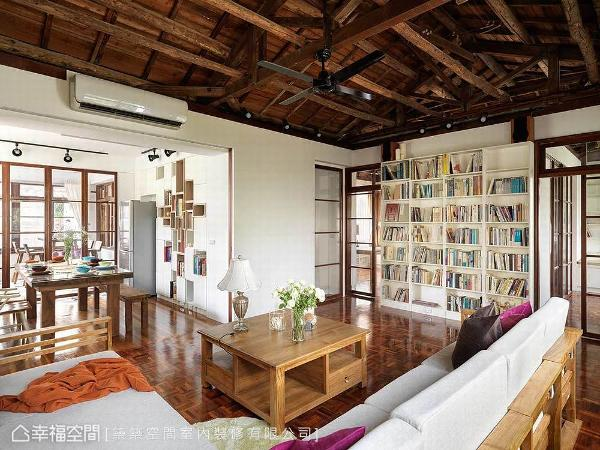 筑筑空间团队以开放视角,形塑穿透且流畅的动线,让屋主于客厅恣意坐定,就能一览家中的动静。