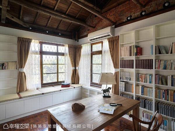 悉心铺排机能格局及收纳规划,展演在书柜与窗下卧榻等处,挥洒丰富的居家神采。