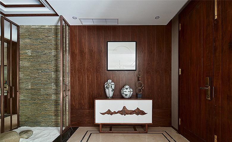 玄关图片来自家装大管家在168平新中式4居 温馨轻松风情的分享
