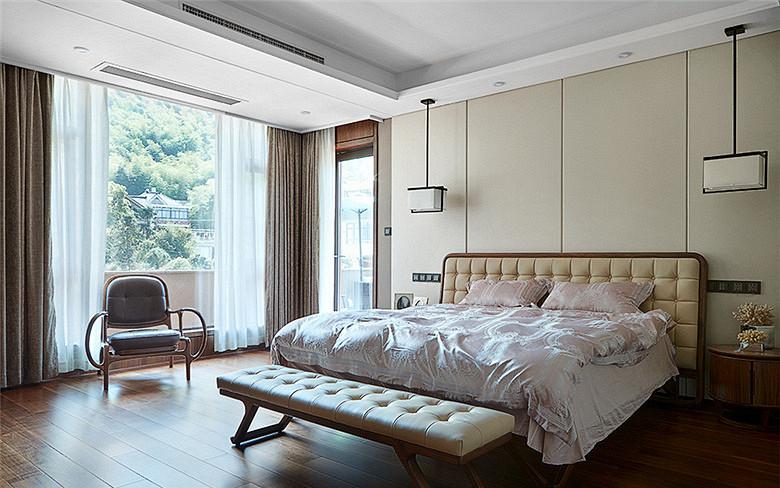 卧室图片来自家装大管家在168平新中式4居 温馨轻松风情的分享