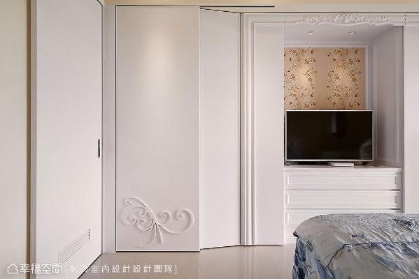 赵玲室内设计以内缩斜面设计,增加柜体视觉轻盈度,大大减少走道局促感。