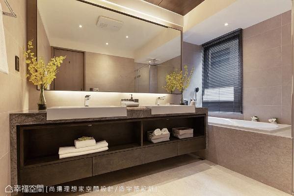 保留建商配置的卫浴设备,为屋主降低装修预算,增设浴柜、浴镜、灯光以及大理石台面,营造出顶级饭店式风格。