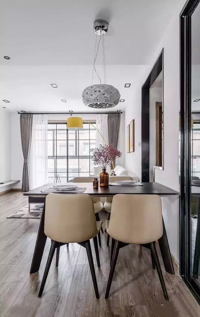 简约 白领 北欧风格 三居 餐厅图片来自极装吉住装修在90㎡三室两厅,设计1㎡都不浪费~的分享