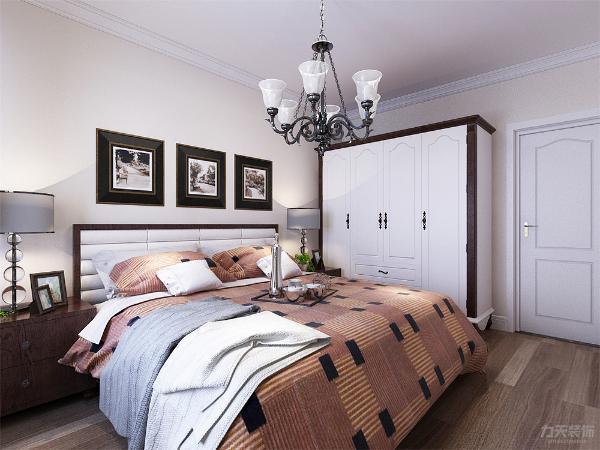 卧室地面采用强化复合地板,墙面采用淡蓝色乳胶漆