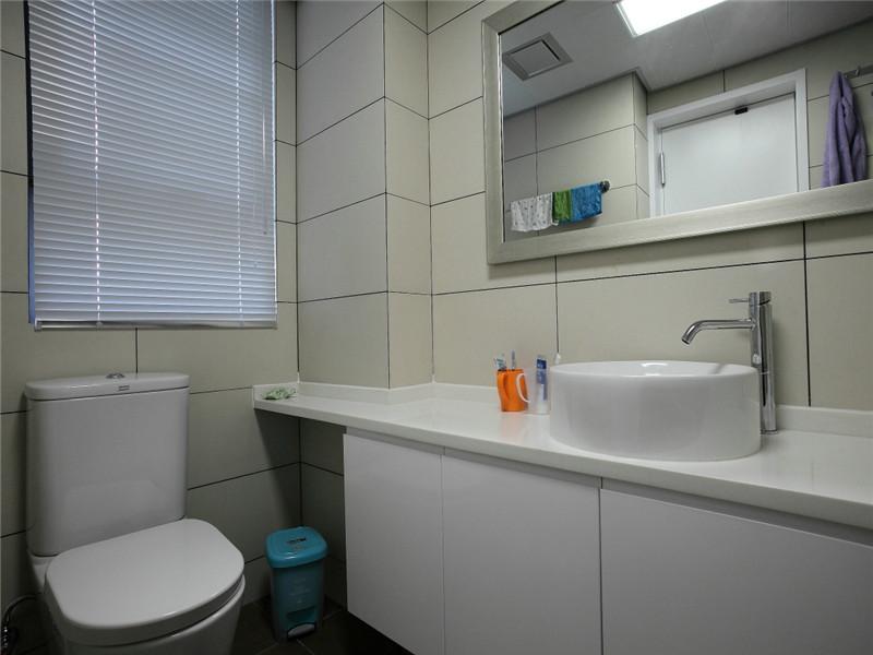 简约 现代 三居 大户型 80后 小资 白领 公寓 卫生间图片来自高度国际姚吉智在140平米现代简约三居沉色黯香来的分享