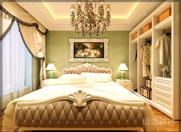 这里明显转换到了欧式的装修风格,这大软包床极其大气,果真是细节彰显品味,闭上眼,想象一下你躺在这里的感受吧!