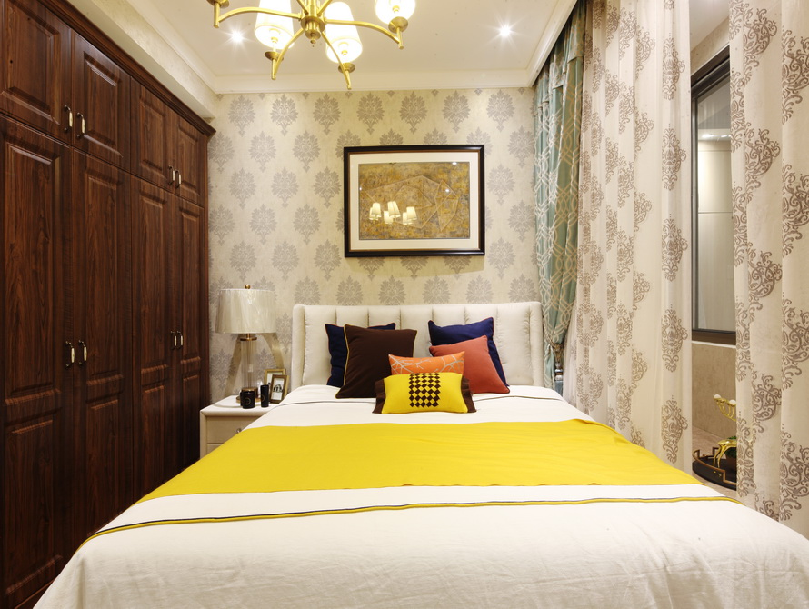美式风格 三居 卧室图片来自极装吉住装修在92平小美式风格三世同堂尽享天伦的分享