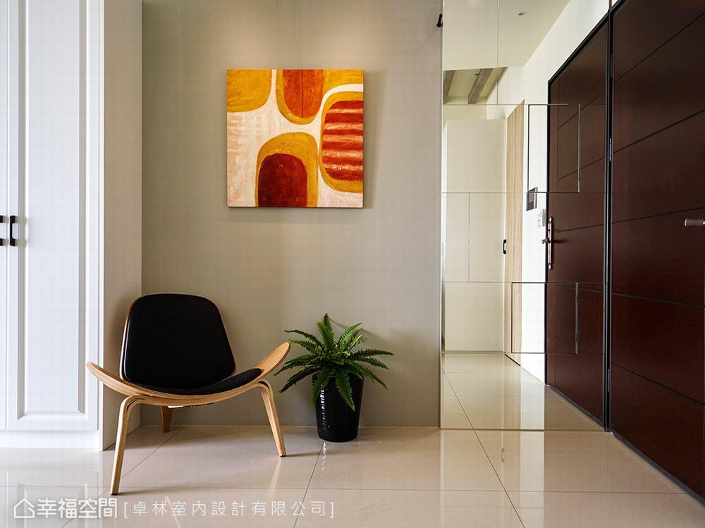 二居 美式 玄关图片来自幸福空间在日光美式宅 砌出89平的馨暖惬意的分享