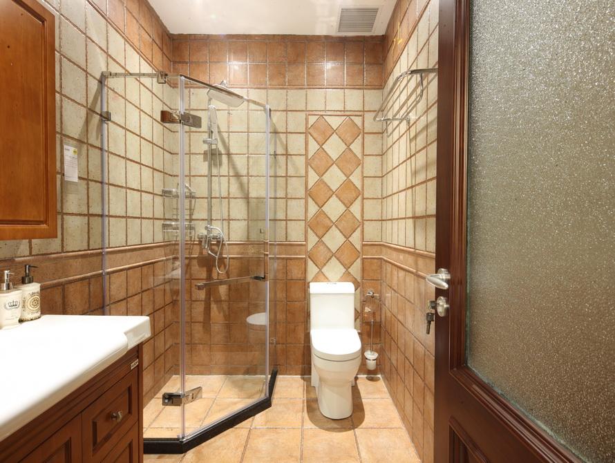 美式风格 三居 卫生间图片来自极装吉住装修在92平小美式风格三世同堂尽享天伦的分享