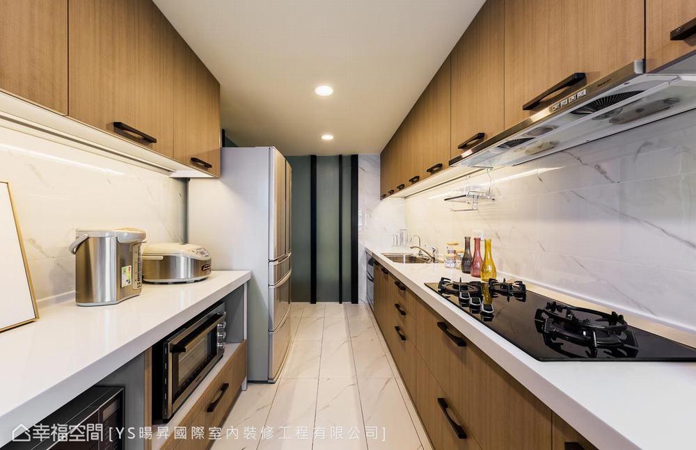 四居 现代 厨房图片来自幸福空间在贴合生活的设计132平暖心熟龄宅的分享