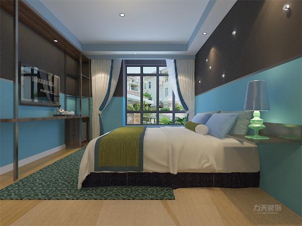 主卧室背景墙采用蓝、黄、米等色彩元素搭配的床整体体现温馨的感觉,柔和的色调,不会显得混乱。