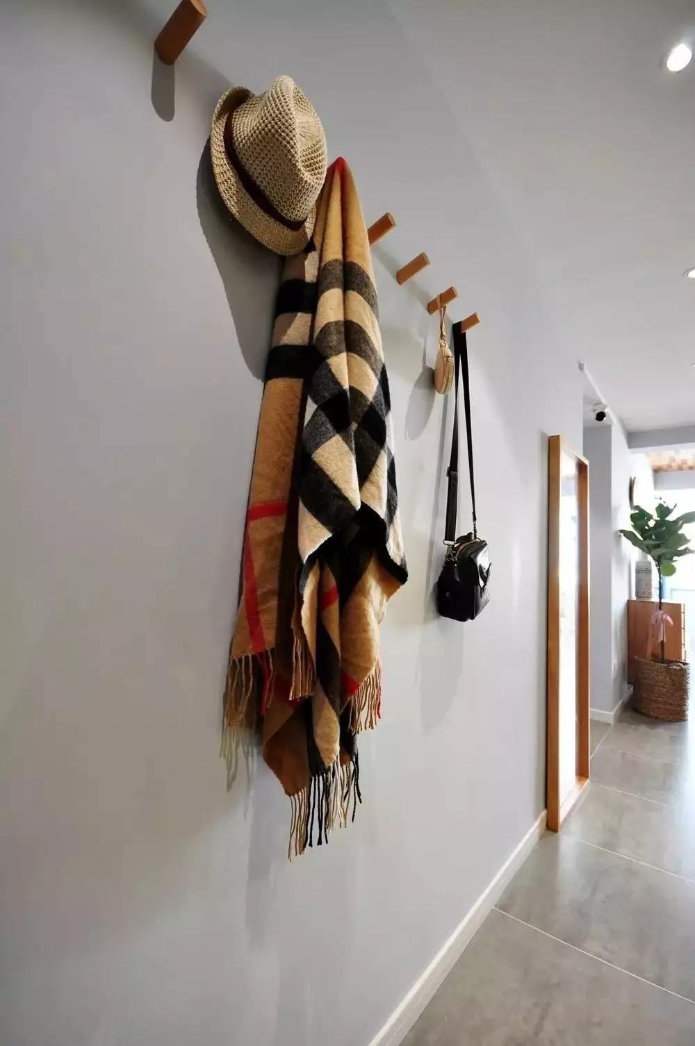 简约 北欧风格 二居 旧房改造 玄关图片来自极装吉住装修在85㎡美酷小空间,地板上墙还上天的分享