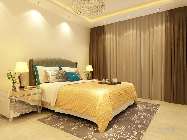 主卧室地面也是采用的800*800地砖,整个空间的地面都是采用地砖通铺,客户不喜欢地板,地砖的导热性能比较好,墙面采用白色乳胶漆,方便收拾又很美观。