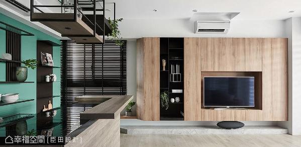 以系统板材打造电视主墙,利用自然的木质纹理呼应绿意植栽,为家挹注一抹休闲北欧氛围。