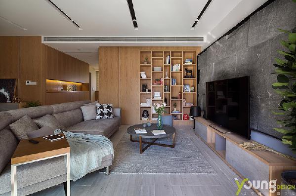 【深圳漾空间设计有限公司】漾设计Young Design——如生活有波澜和平静一样,设计感与功能性之间总有博弈,正如客厅设计感十足的大、小沙发,在休憩时可以将自己完全陷入其中,来回翻身也很惬意。