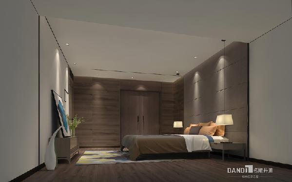 颜色上大面积的白色与木色的搭配,加上富有张力的线条更显得精致干练。现代艺术呈现灯具及饰品中,与精致的床品和地毯形成呼应,使得整个空间温馨舒适。