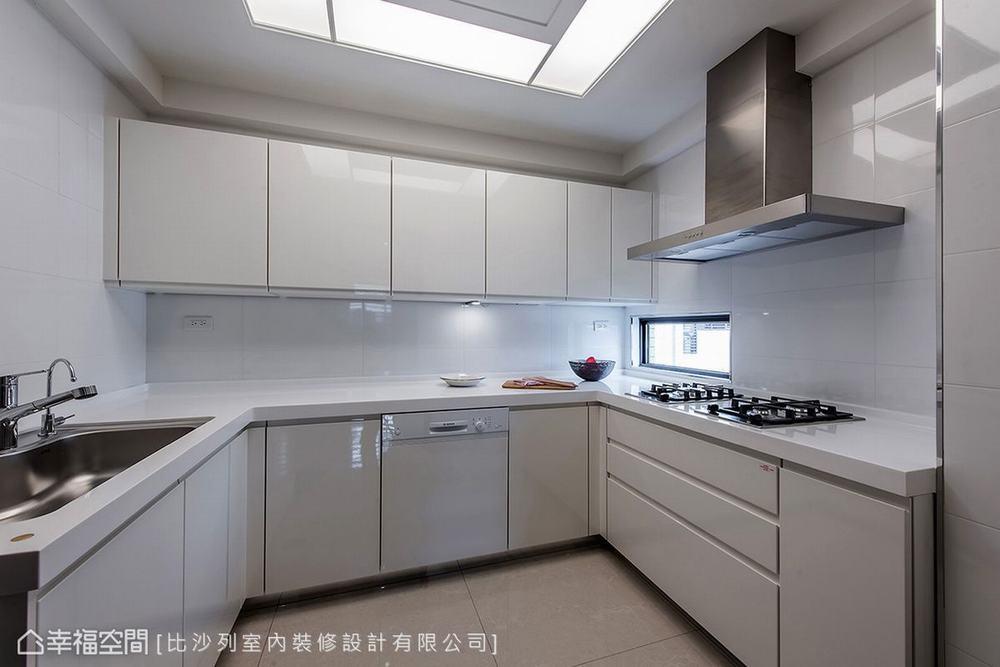 三居 现代 大户型 厨房图片来自幸福空间在满分规划长型屋 215平现代新面貌的分享