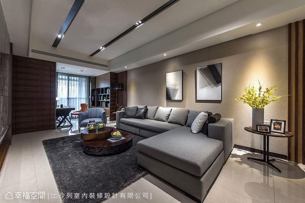 三居 现代 大户型 客厅图片来自幸福空间在满分规划长型屋 215平现代新面貌的分享