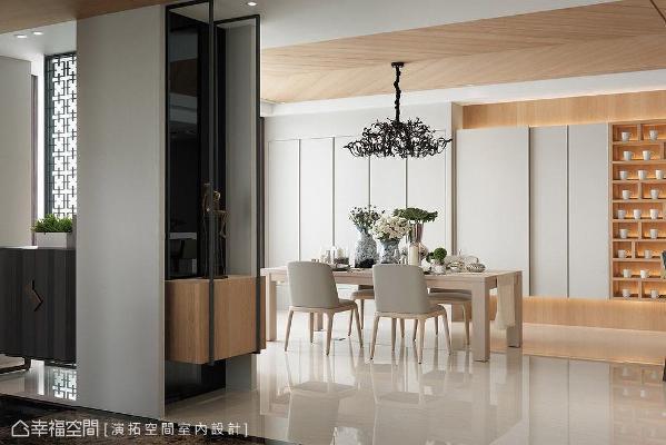 转角处设置悬空展示台面,用以摆放屋主收藏的铜雕像,成为衔接玄关与餐厅的视觉端景。