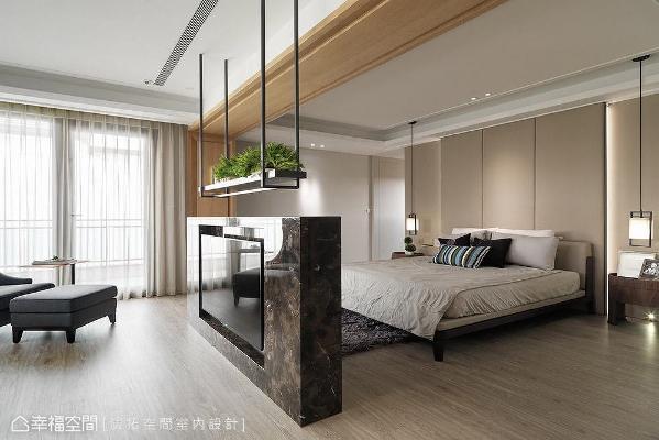 以饭店式概念打造主卧室,结合起居室、书房、睡眠区与更衣室,创造有如顶级套房般的生活享受。