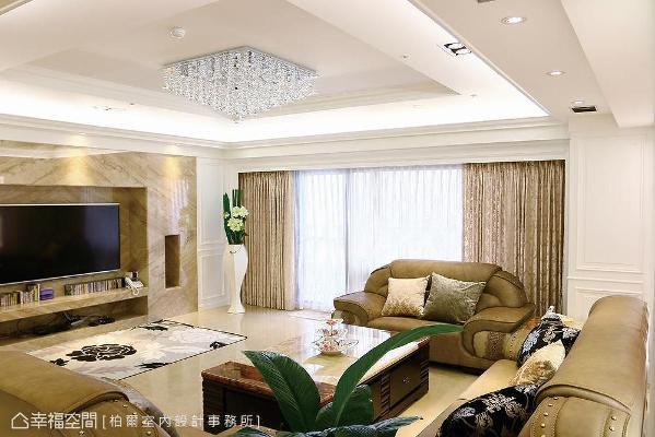 电视墙采帝诺大理石打造,加入线板元素修饰对应的柱体,呈现古典风格的对称语汇。