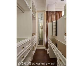 二居 新古典 衣帽间图片来自幸福空间在折衷主义 116平现代古典精品宅的分享